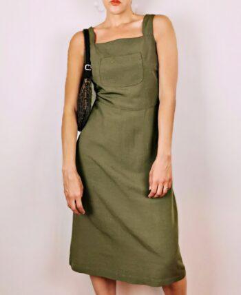 Robe chasuble verte kaki en lin et viscose. Fabriquée en France. Longueur sous le genou. Col carré, bretelles larges. Fermeture éclair au dos. Vintage des années 90.