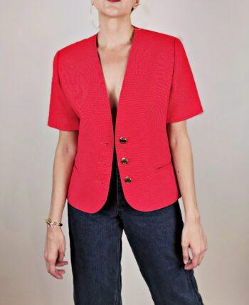 Veste style tailleur, en lin mélangé. Coupe cintrée, sans col. Couleur rouge. De la marque Marcelle Griffon, vintage des années 80.
