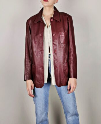 Veste/blazer en cuir véritable. Beau cuir doux. Couleur bordeaux et doublure satinée champagne. De la marque Redskins, vintage du début des années 2000.