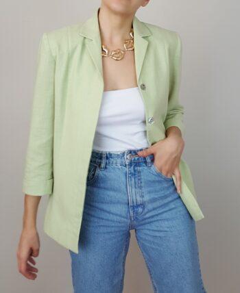 Petite veste en lin mélangé. Couleur vert anis. Jolis boutons façon nacre gravés. De la marque Affinités d