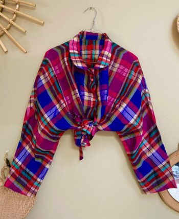 Blouse 80s oversize satinée manches chauve-souris avec de jolis boutons transparents roses, lien au dos pour ajuster la blouse taille universelle (40max)
