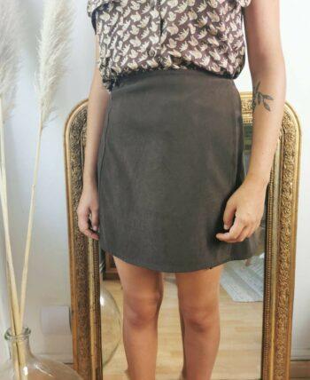 Jolie jupe chocolat en suédine porte feuille vintage