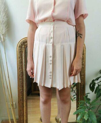 Adorable jupe plissée rose boutonnée sur le devant vintage