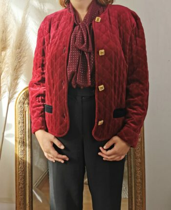 Magnifique veste matelassée en velours bordeaux vintage