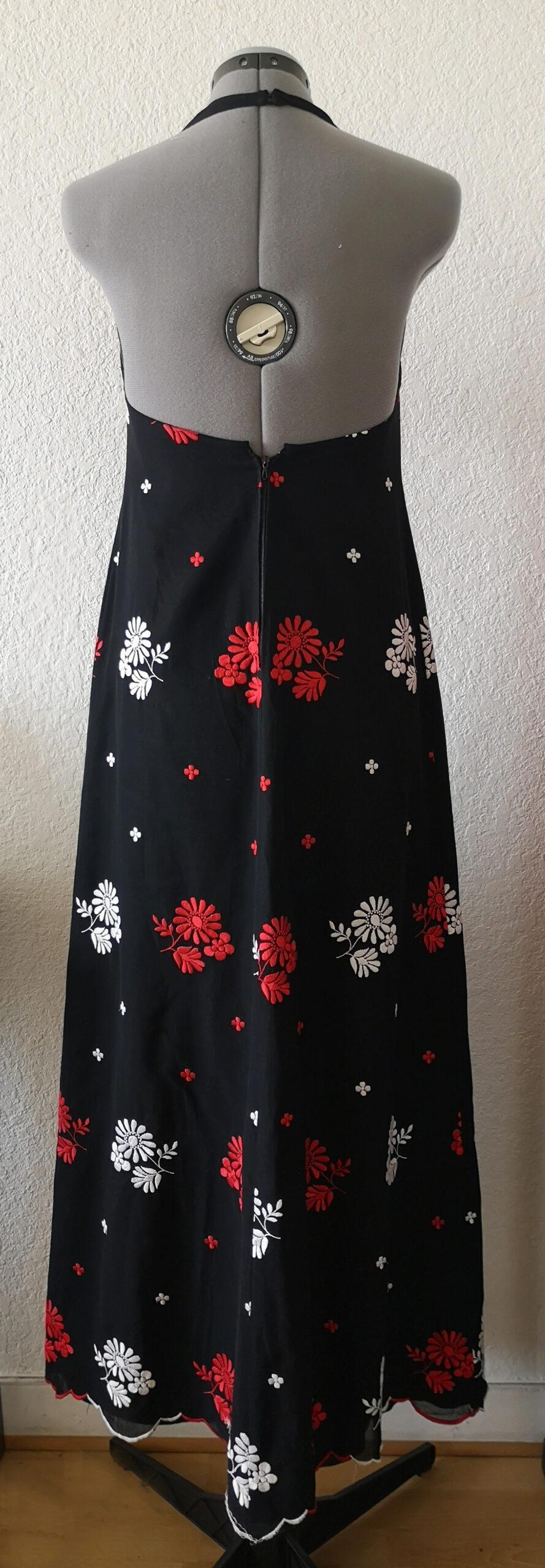 Robe Longue 70 S Noire Dos Nu Col V Broderies Fleuries Rouge Et Blanc Crushon