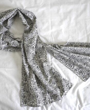 foulard fleurs graphique