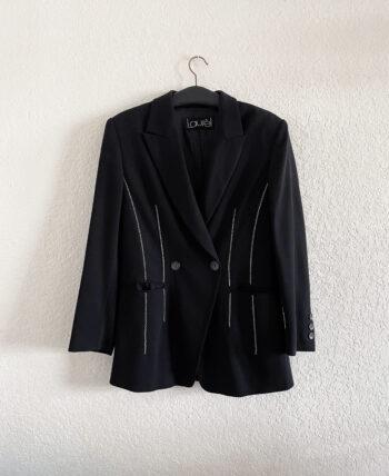 Veste blazer structurée noire avec épaulettes et petits détails surpiqures