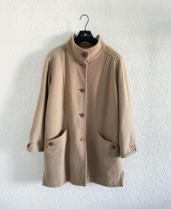 Veste en laine beige mi-longue à col montant