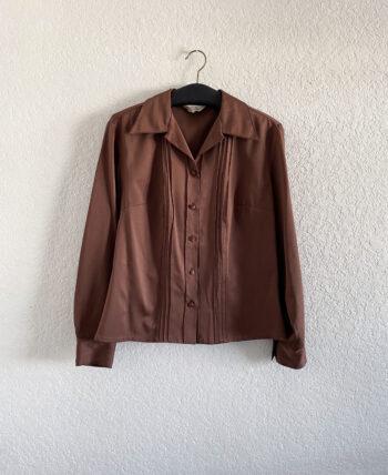 Chemise épaisse marron à manches longues avec détail de plis devant, col en pointe