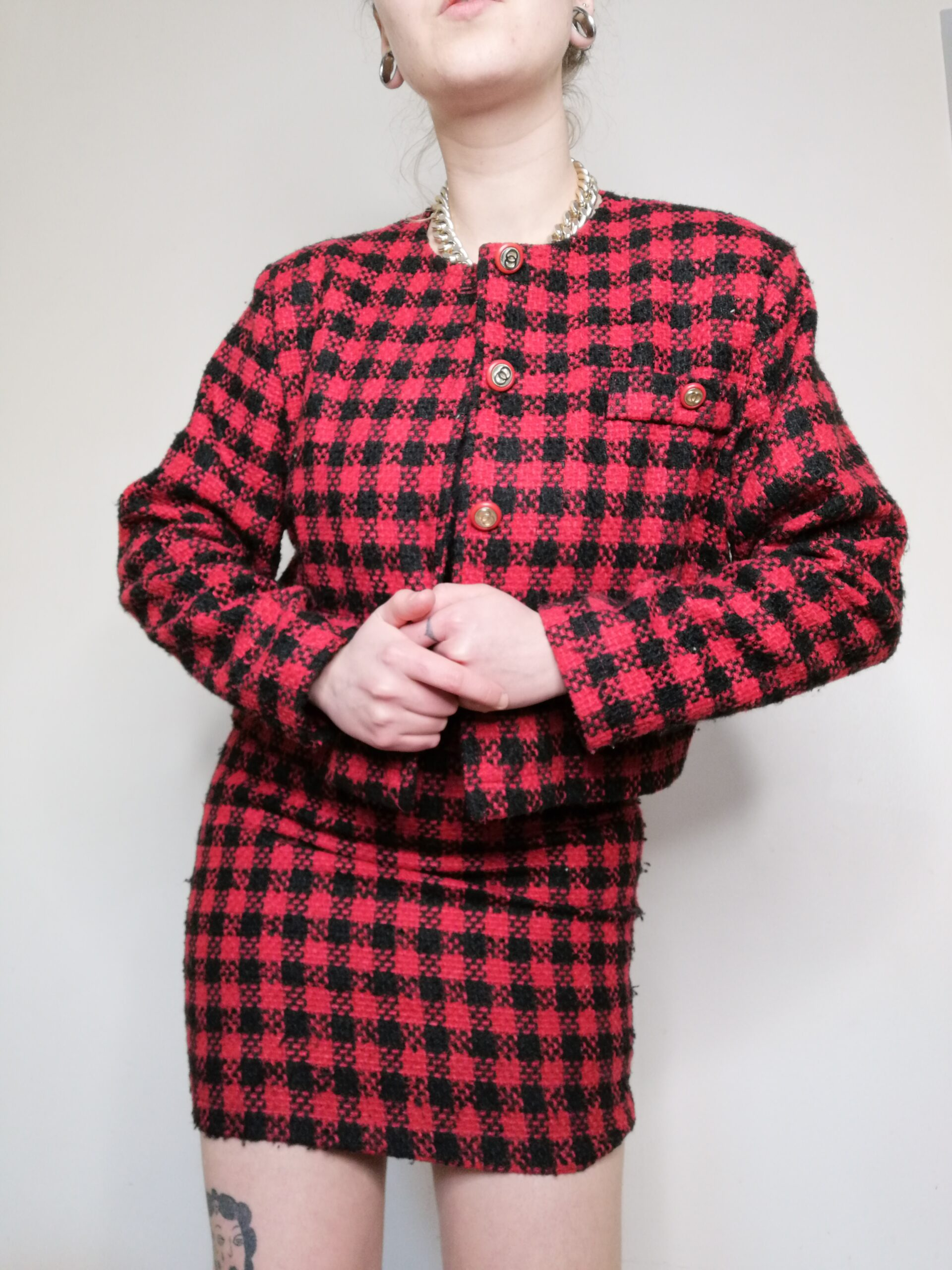 Ensemble tailleur rouge et noir tweed , veste et jupe Vintage ...