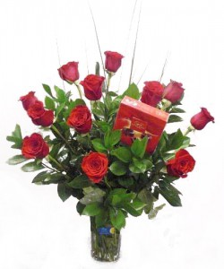 12 rosas rojas con bombones