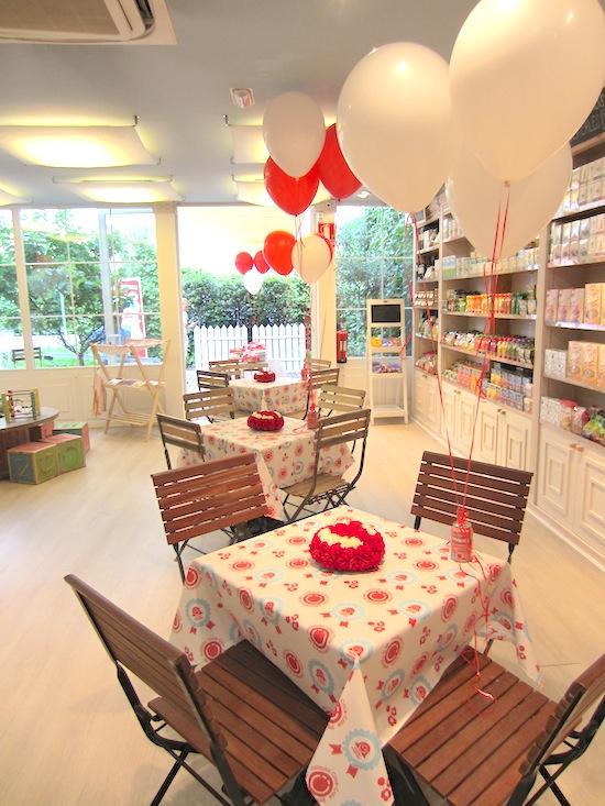 Centro de mesas con rosas para Instituto CocaCola de la Felicidad