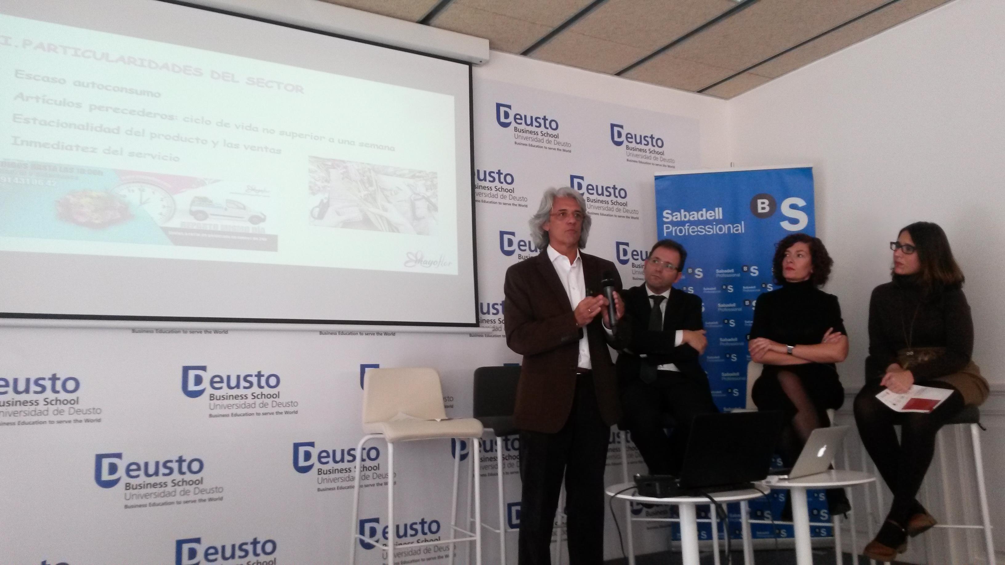 Julio Fernández presentando la estrategia omnicanal de MayoFlor