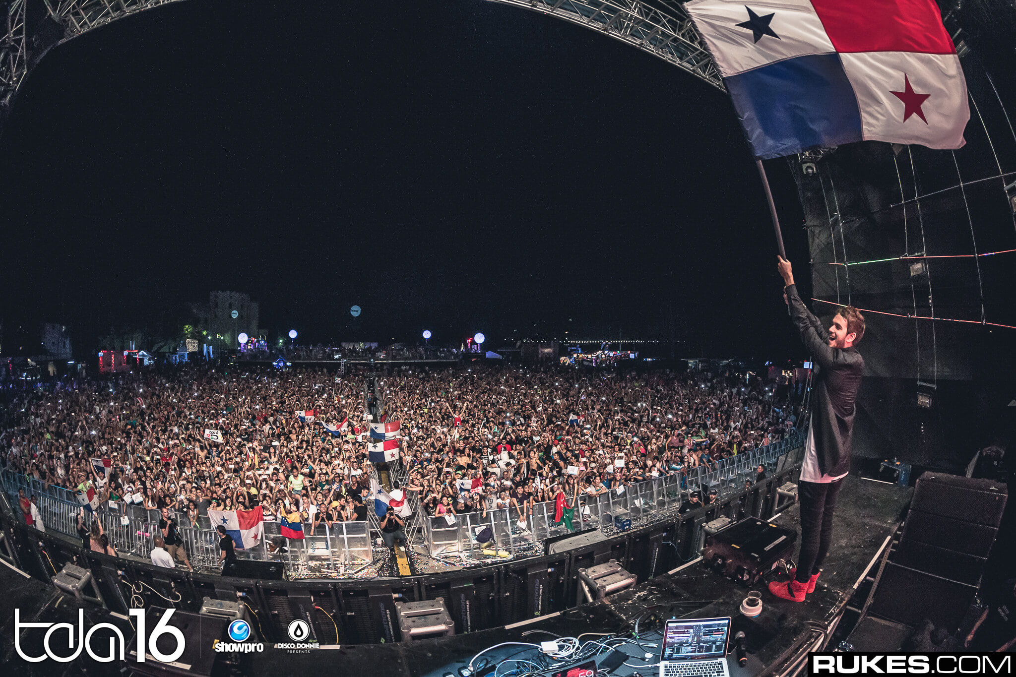 Zedd performing at The Day After Festival 2016. Photo by Rukes.
