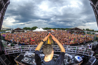 Don Diablo performing at Sunset Music Festival 2015