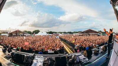 Cedric Gervais performing at Sunset Music Festival 2015