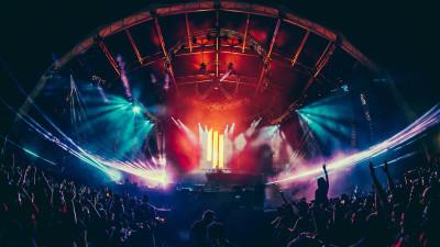 Skrillex performing at Sunset Music Festival 2015