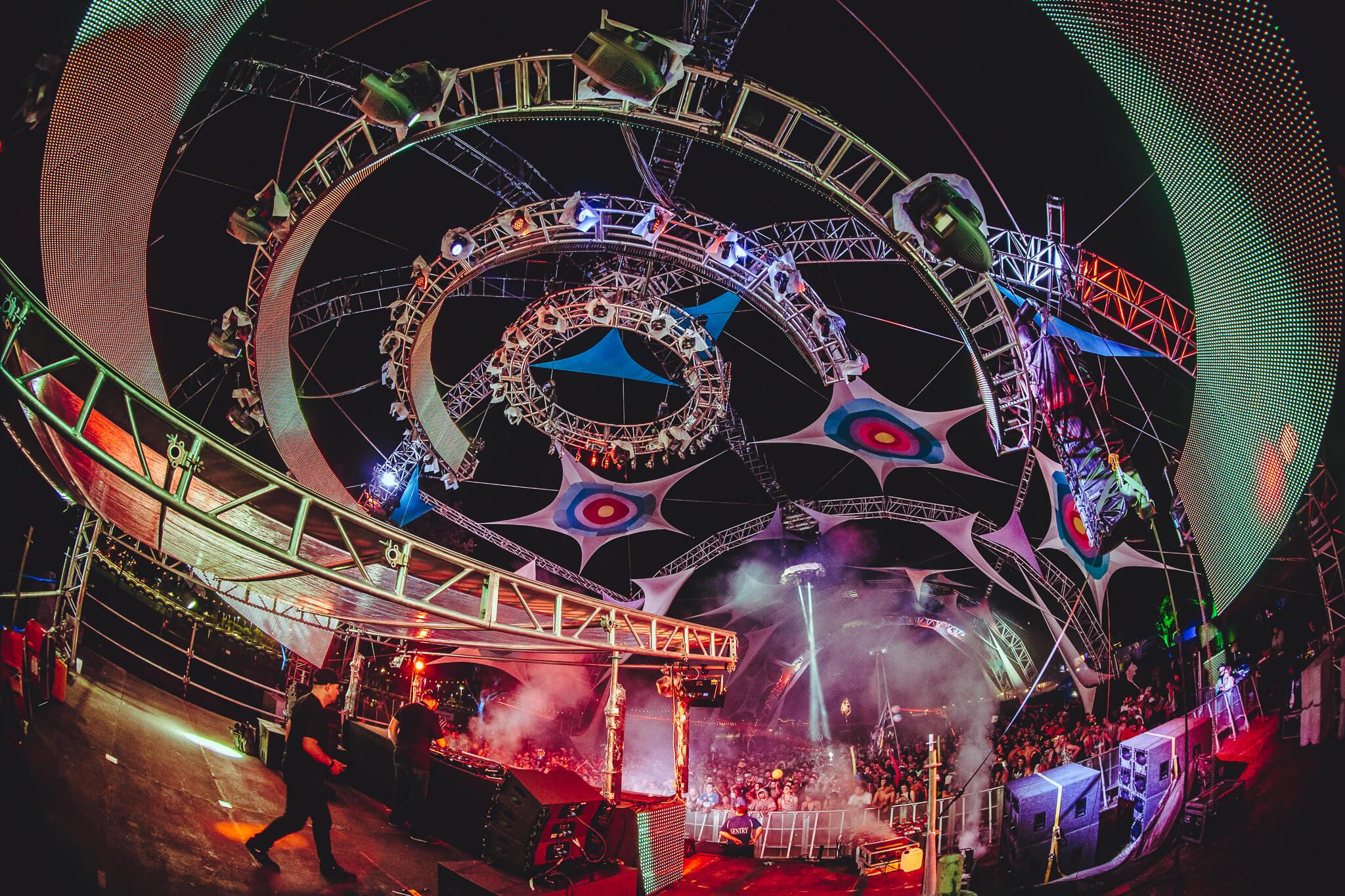 Horizon stage at Sunset Music Festival 2016