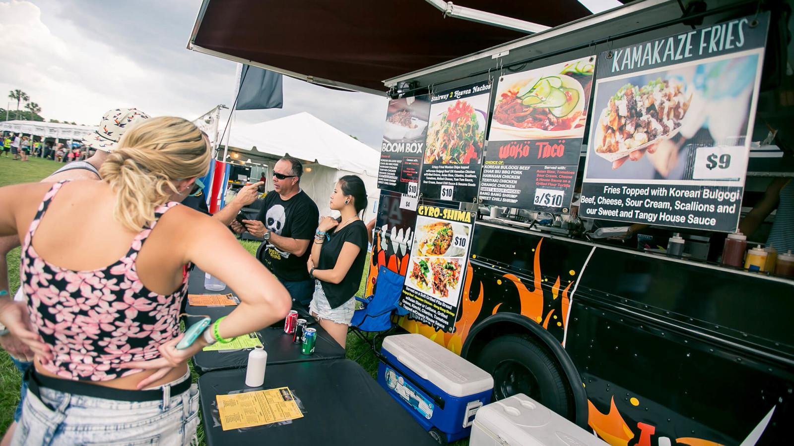 Food vendor at Sunset Music Festival 2015