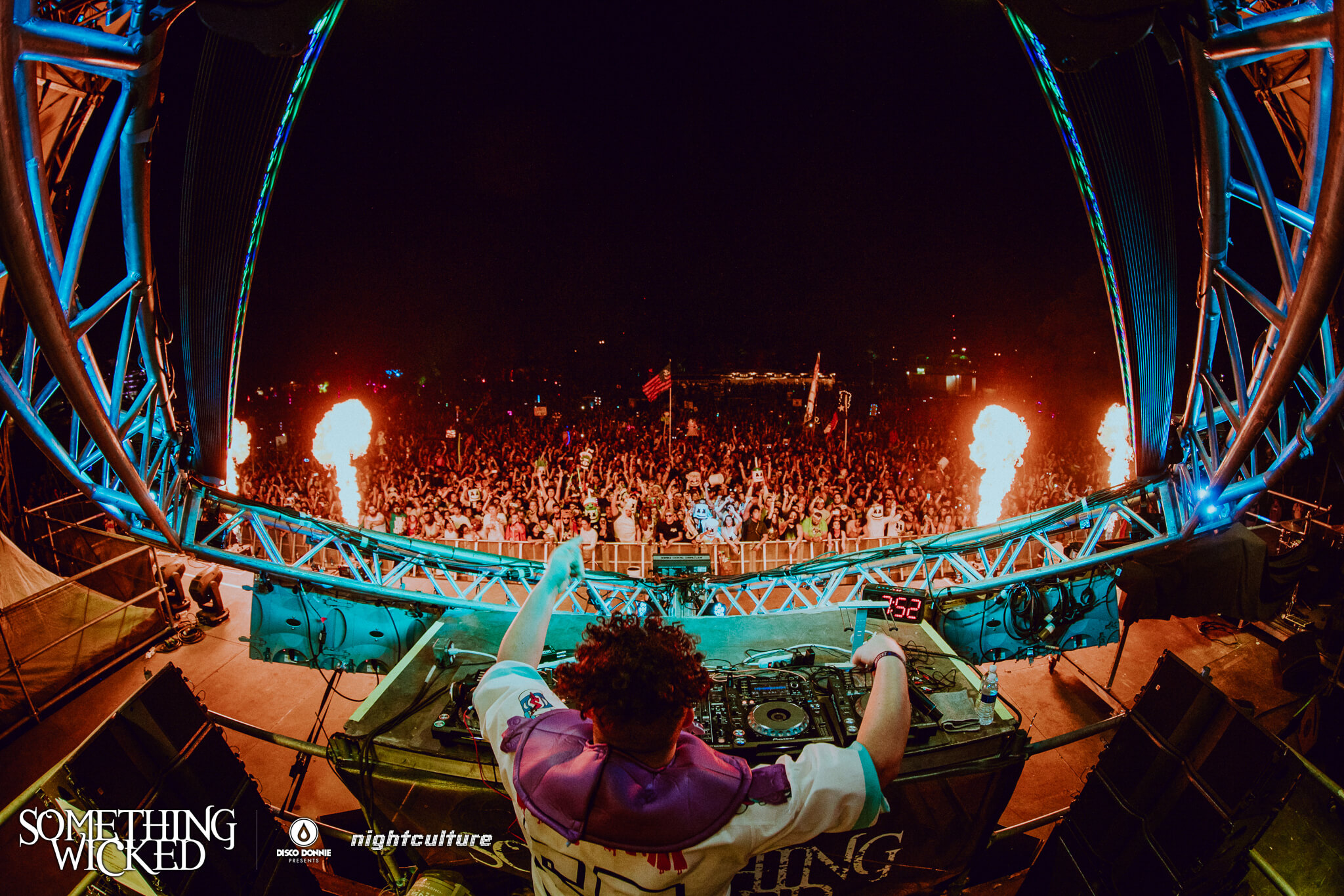 Slushii performing at Something Wicked. Photo by Julian Bajsel.