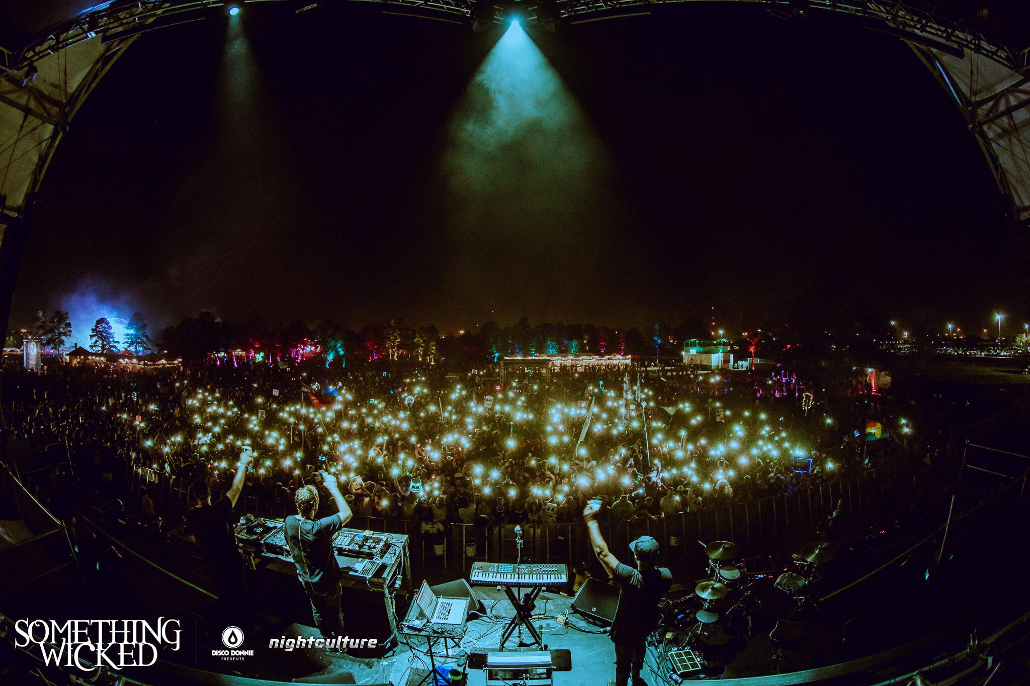 Keys N Krates performing at Something Wicked. Photo by Julian Bajsel.