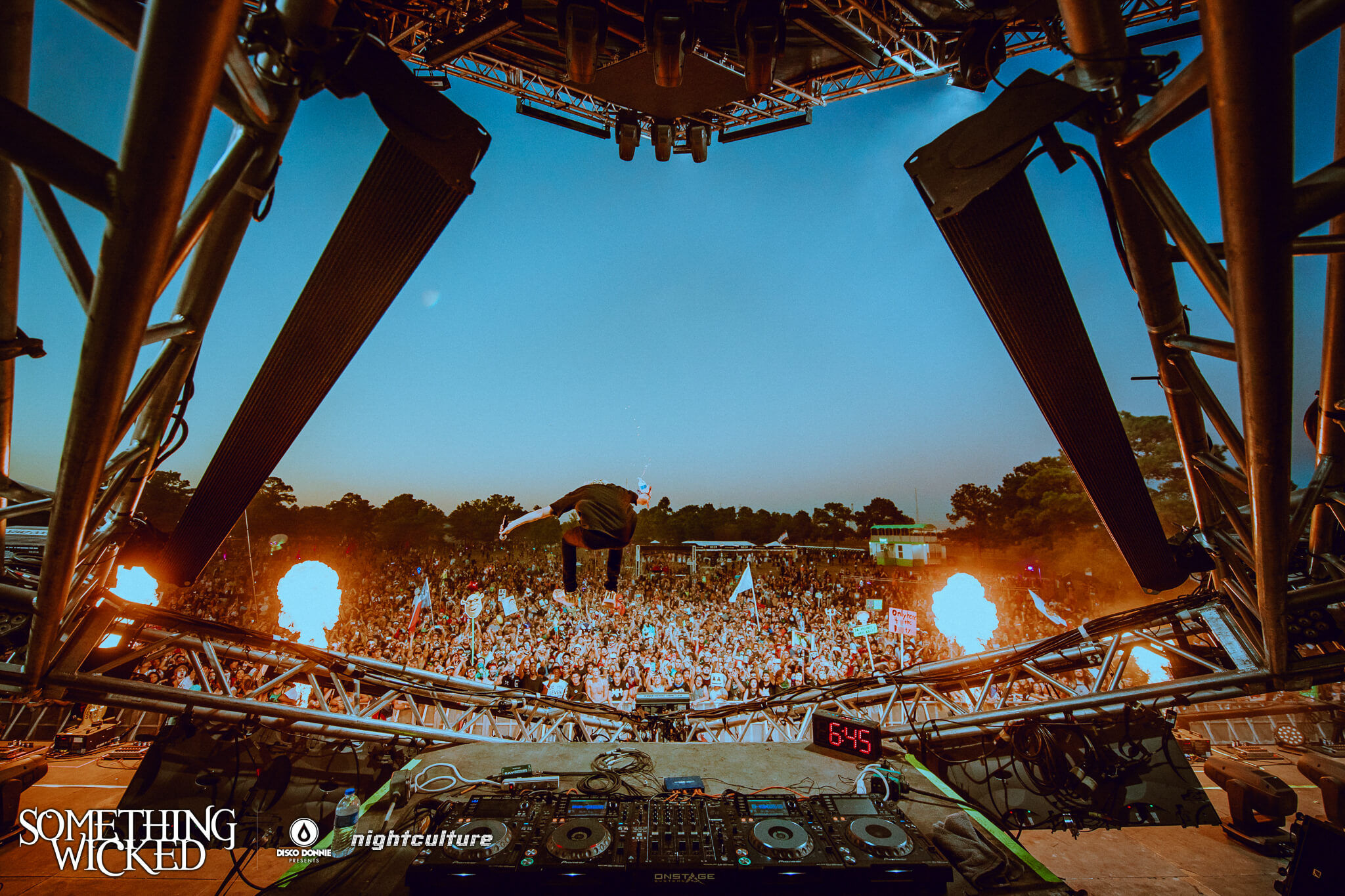 Main stage at Something Wicked. Photo by Julian Bajsel.