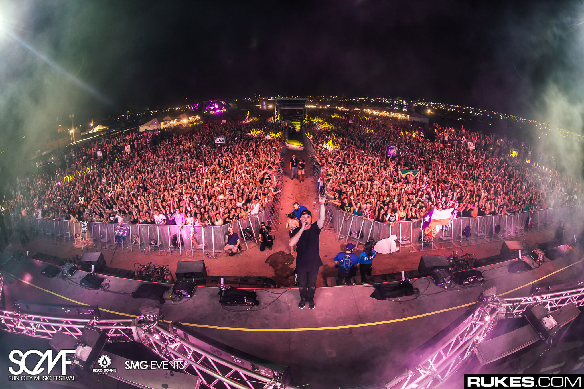 borgeous front of stage at sun city music festival