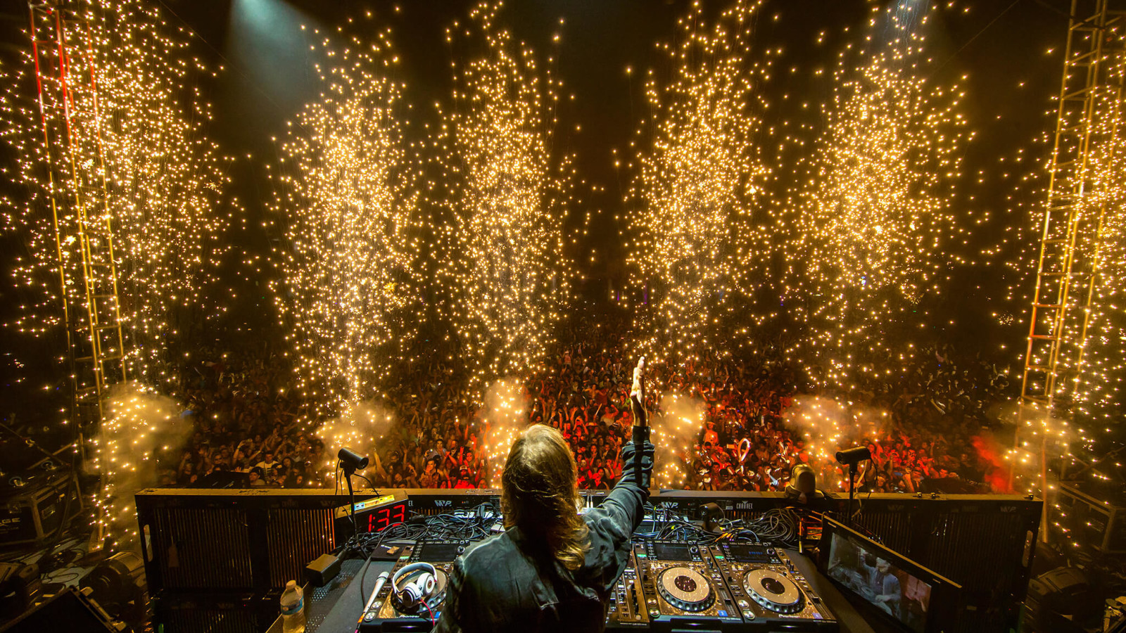 David Guetta performing at Ultimate Music Experience 2015