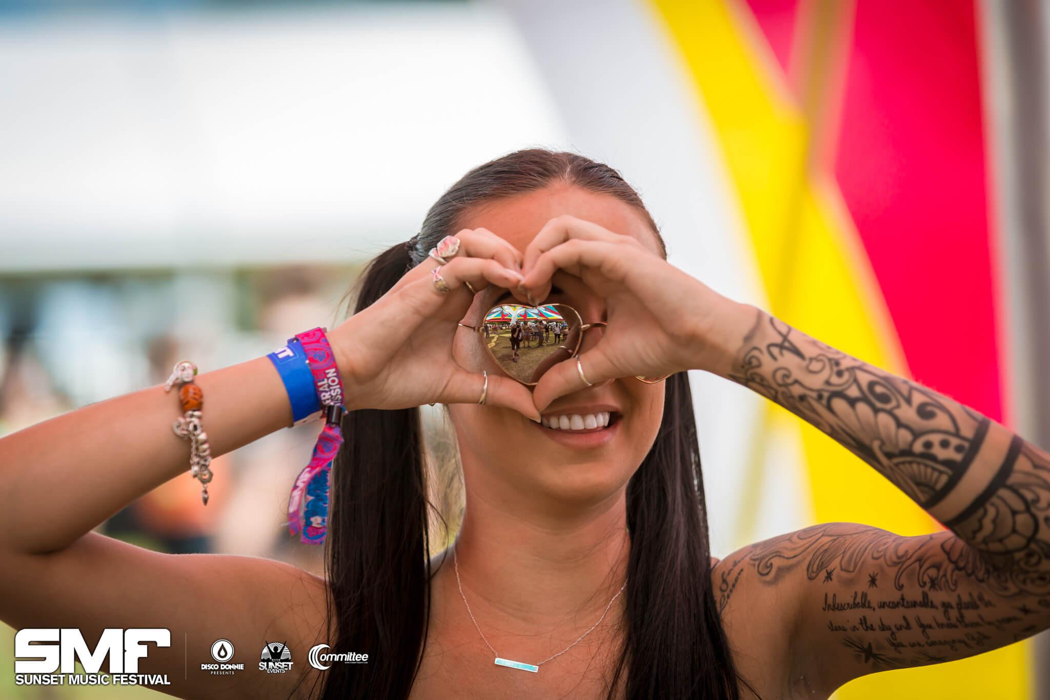 fan with heart hands