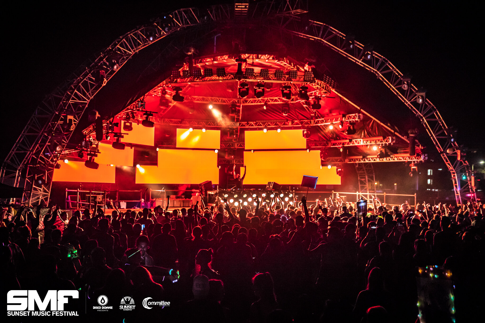 horizon stage in lights