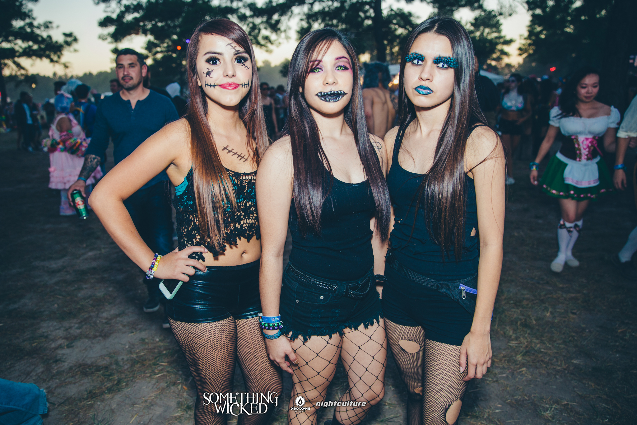 fans with wicked face paint