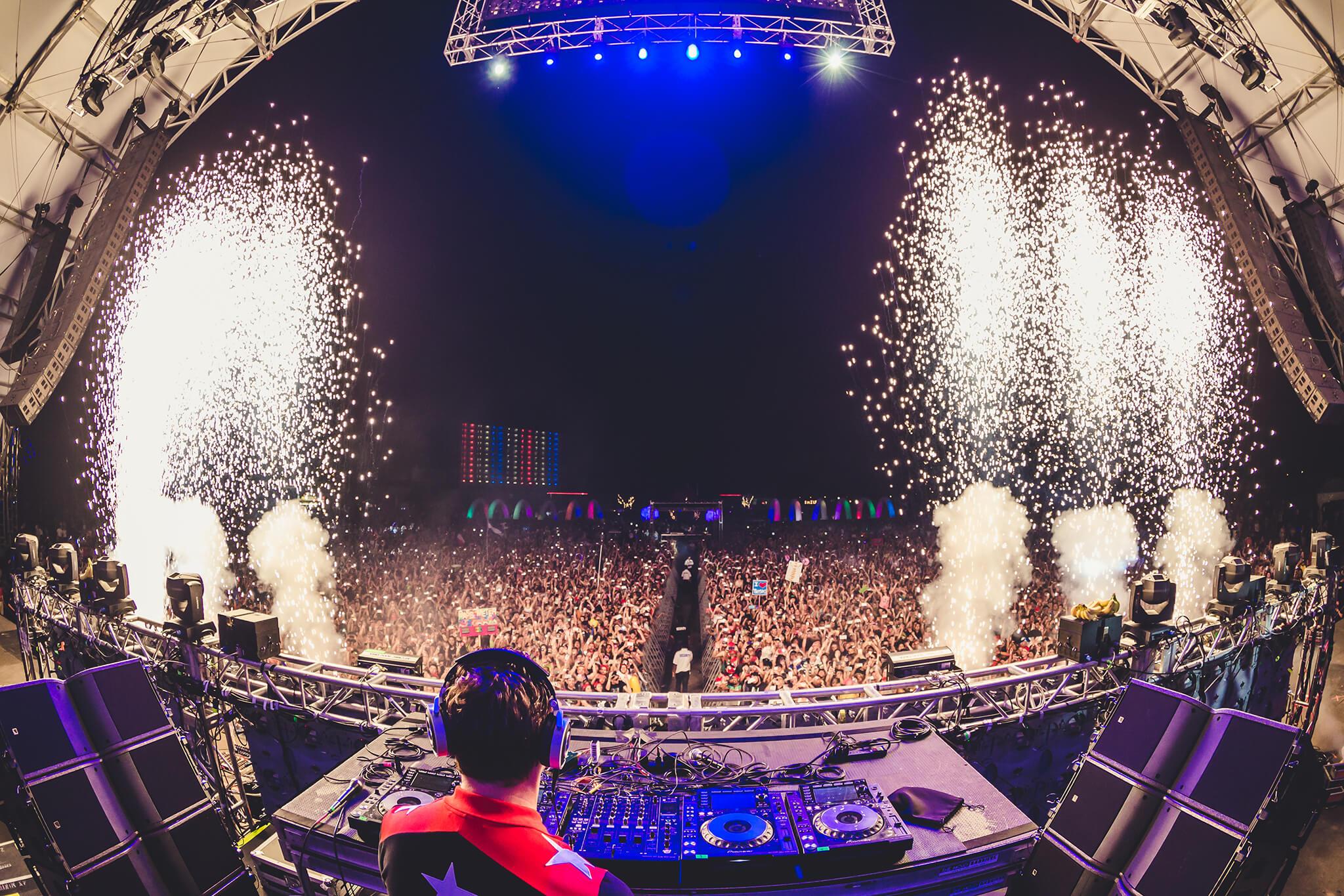 Tiesto performing at Something Wonderful 2016