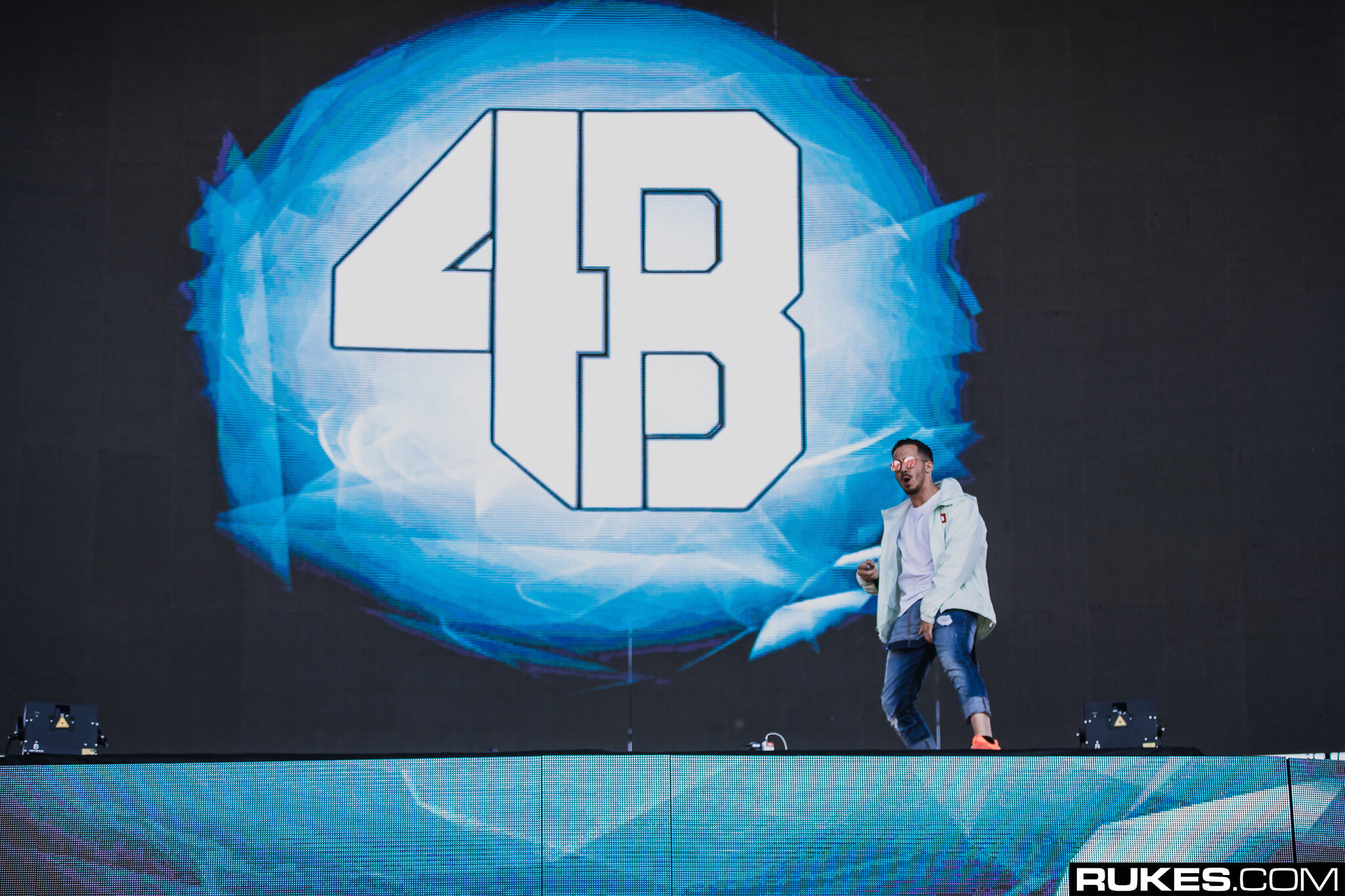 4b live at something wonderful festival