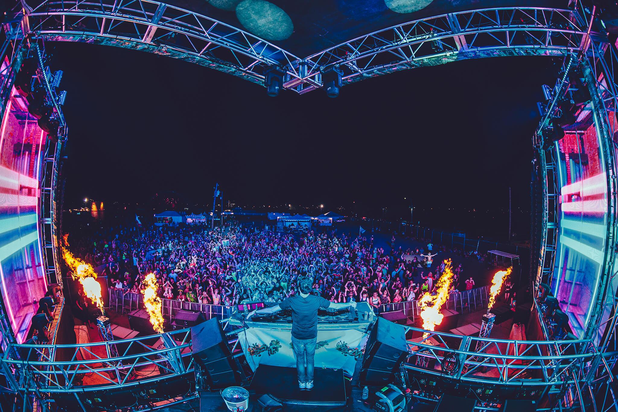 DJ live at sun city