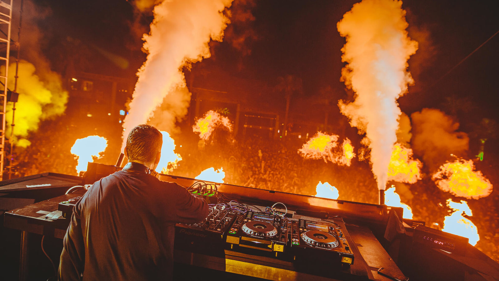 Kaskade performing at Ultimate Music Experience 2016