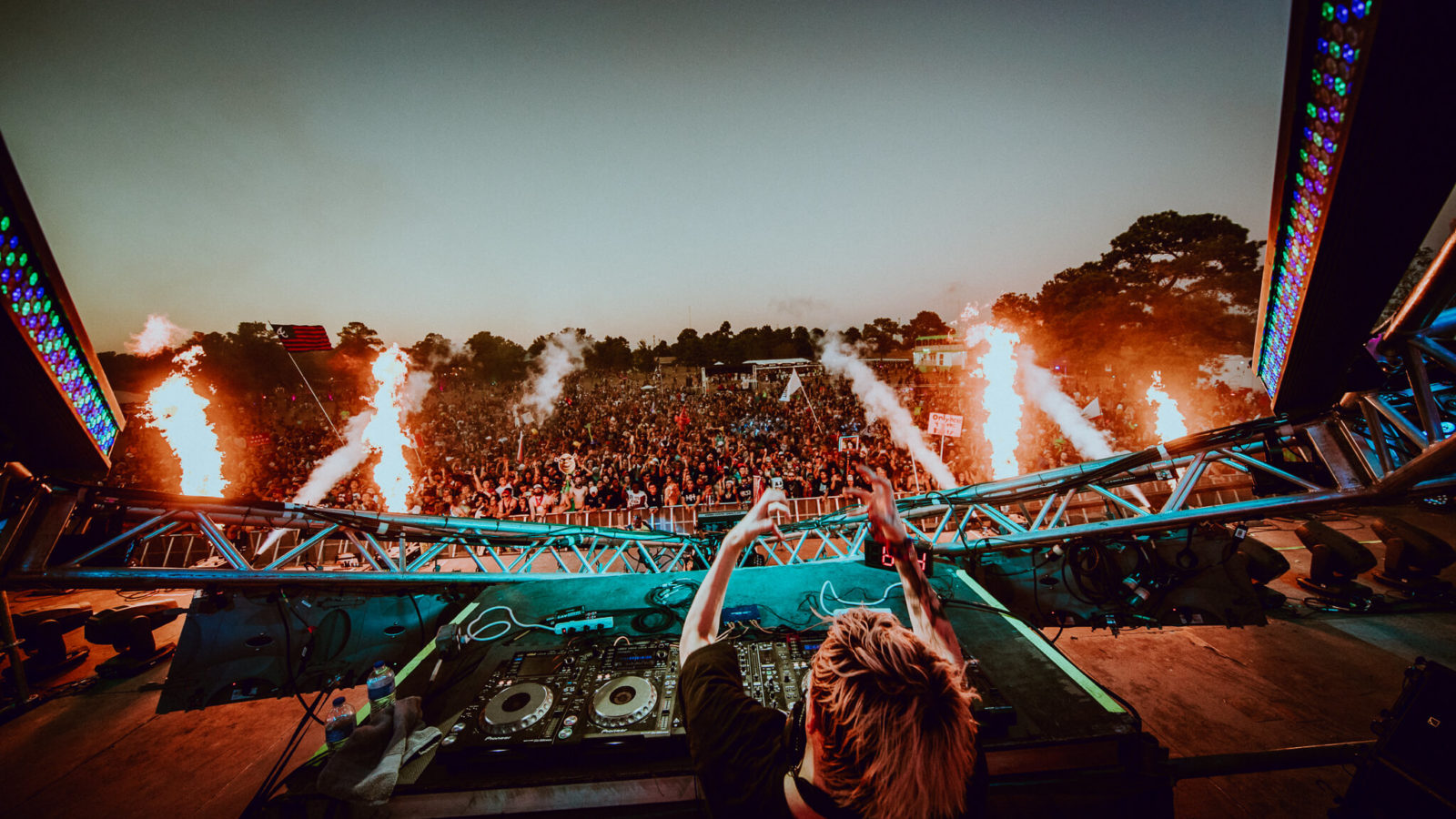 ghastly smashing the dance on main stage