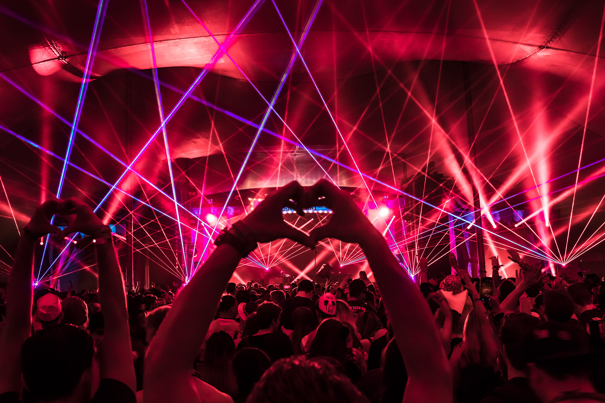 laser heart hands at the main stage
