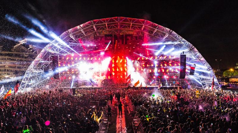 confetti at main stage