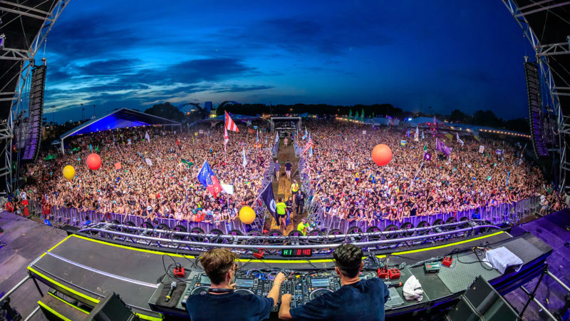 yellow claw play sunset main stage