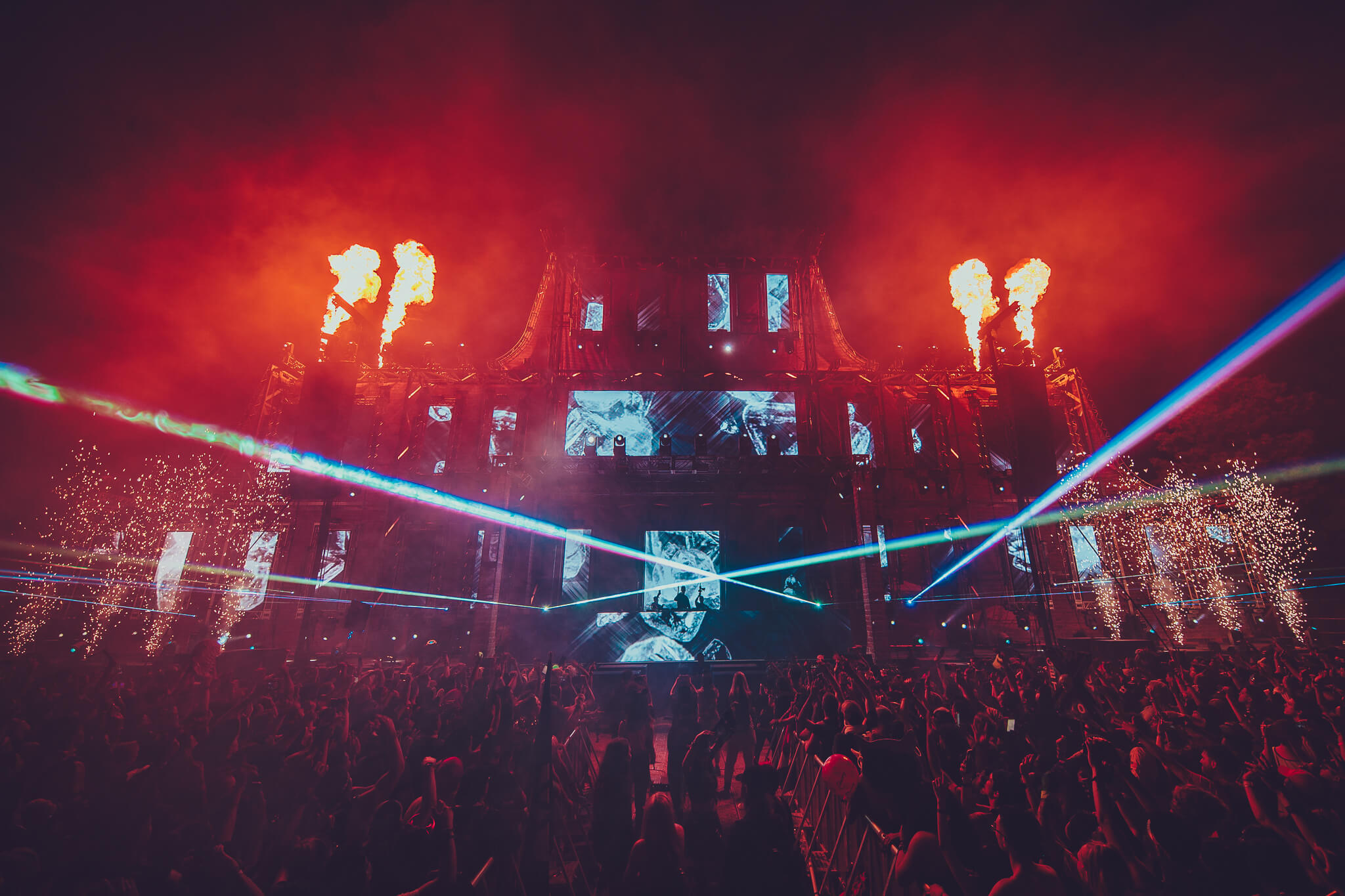 main stage energy with pyro and lasers