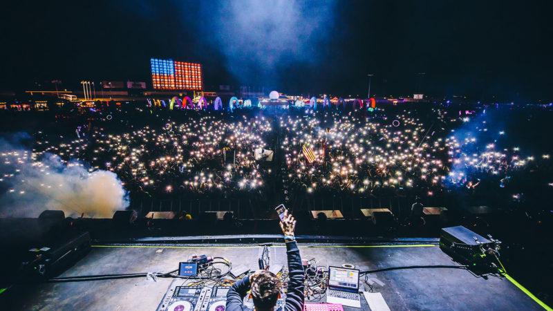 phonescreen lights in the fan crowd