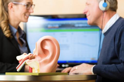 Hörgeräteakustiker_gesundheitsberufe.de.png