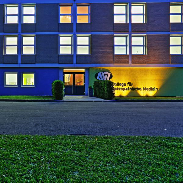 College_Eingang_HDR_1.gif
