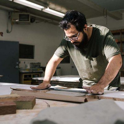 Student working in the mold lab during an advance sculpture class