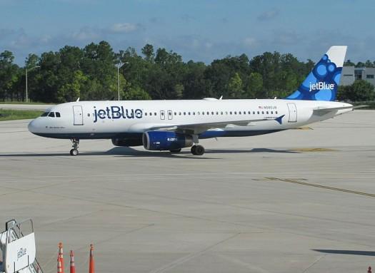 800px-JetBlue_A320_at_Orlando