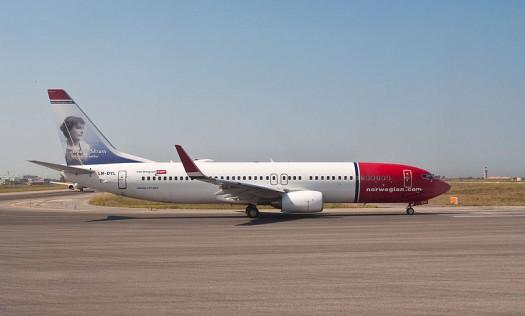 800px-Norwegian_737,_Rome,_14_Sept._2011