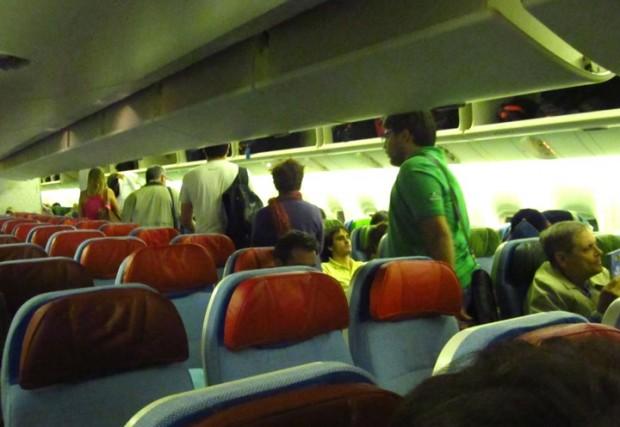 dentro do avião, classe economica