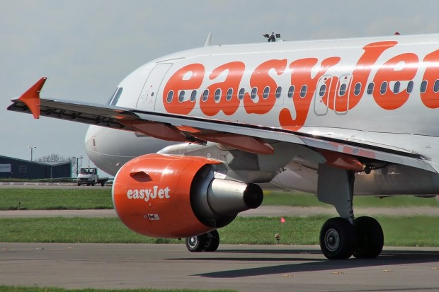 Airbus_A320_in_easyJet_colours_powered_by_CFM56_engines.