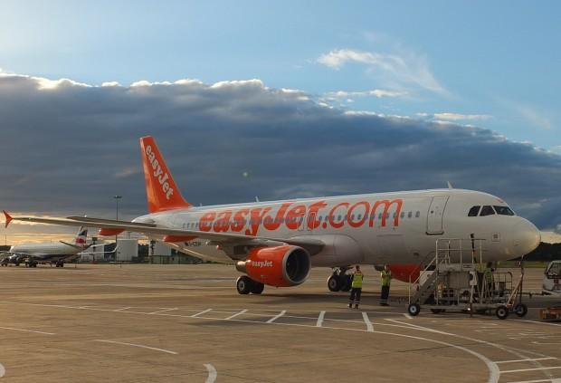 Edinburgh_easyJet_Airbus_A320_02