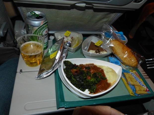Almoço servido no voo EK-248 RIO x DUBAI